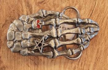 """Buckle  """" Skelet hand met ringen """""""