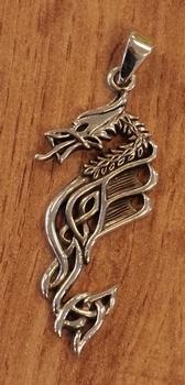 """Zilveren hanger  """" Draak met keltische teken """""""