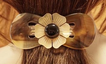 """Hoorn haarclip """" Sierwerk opengewerkt / bloem """" beige/bruin"""