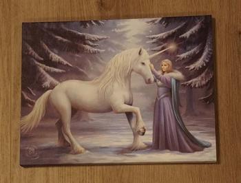 """Anne Stokes wanddecoractie  """" Eenhoorn met vrouw """""""