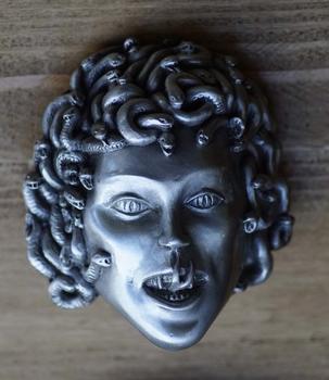"""Buckle """" Hoofd van Medusa slanghaar, stenende blik """""""