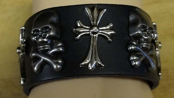 "Leren armband  "" Doodskop + kruis ""  zwart"