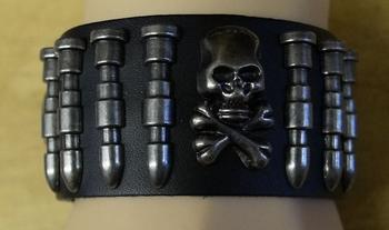 "Leren armband  "" Doodskop + Kogels ""  zwart"