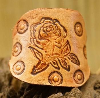 """Leren ring  """" Roos """" Beige"""
