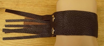 "Leren armband met franjes  "" Bruin """