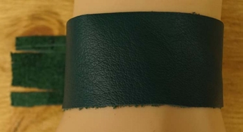 """Brede leren armband met franjes  """" Groen """""""