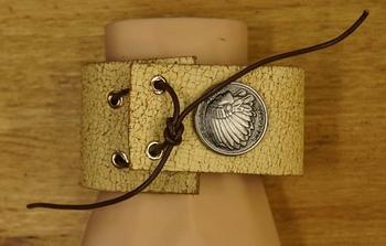 """Brede leren armband met veter vast  """" Indiaan """" Beige/bruin"""