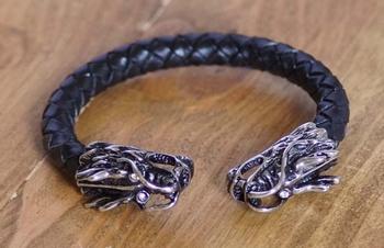 """Klemarmband  """" Keltische draak  """"  Zwart / zilverkleurig"""
