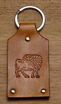 """Leren sleutelhanger  """" Sterrenbeeld Ram """""""