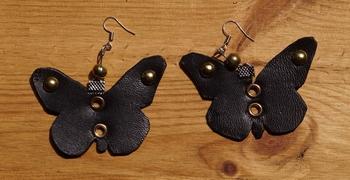 """Leren oorbellen   """" Vlinders """"  Zwart"""