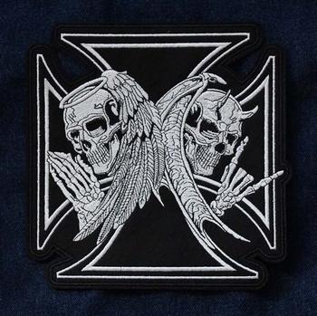 """Applicaties  """" Maltezer kruis met 3 skeletten engelen """""""