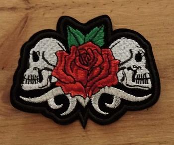 """Applicaties  """" Doodskoppen met roos """""""