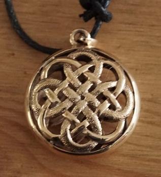 """Bronzen ketting  """" Keltische knoop """""""
