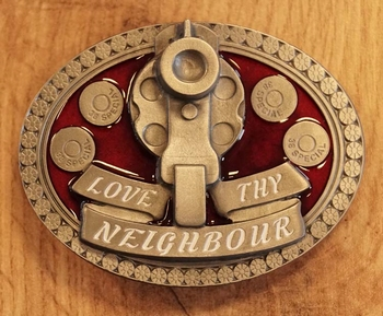 "Buckle  ""  Love thy neighbour ""  wapen met kogels"