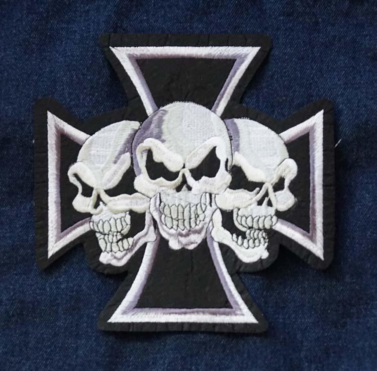 """Applicaties  """" Maltezer kruis met 3 doodskoppen """""""