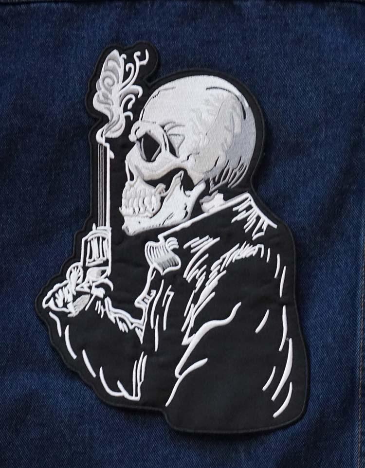 """Applicaties  """" Skelet met revolver """""""
