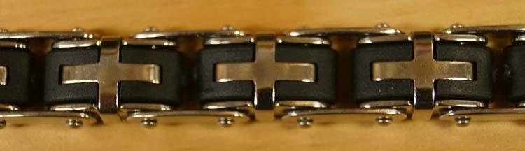 "Armband  "" Kruis ""   Zilverkleurig / zwart"