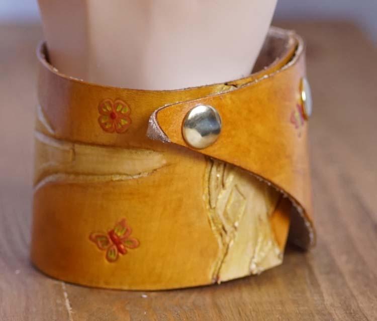 "Armband  "" Naakte vrouw ""  Beige / goudkleurig"