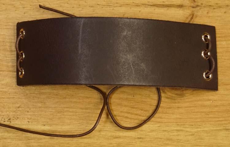 """Armband met veter vast maken """" Bruin """""""