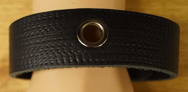 """Armband voor op de boven arm  """" Sierwerk + holes """"  Zwart"""