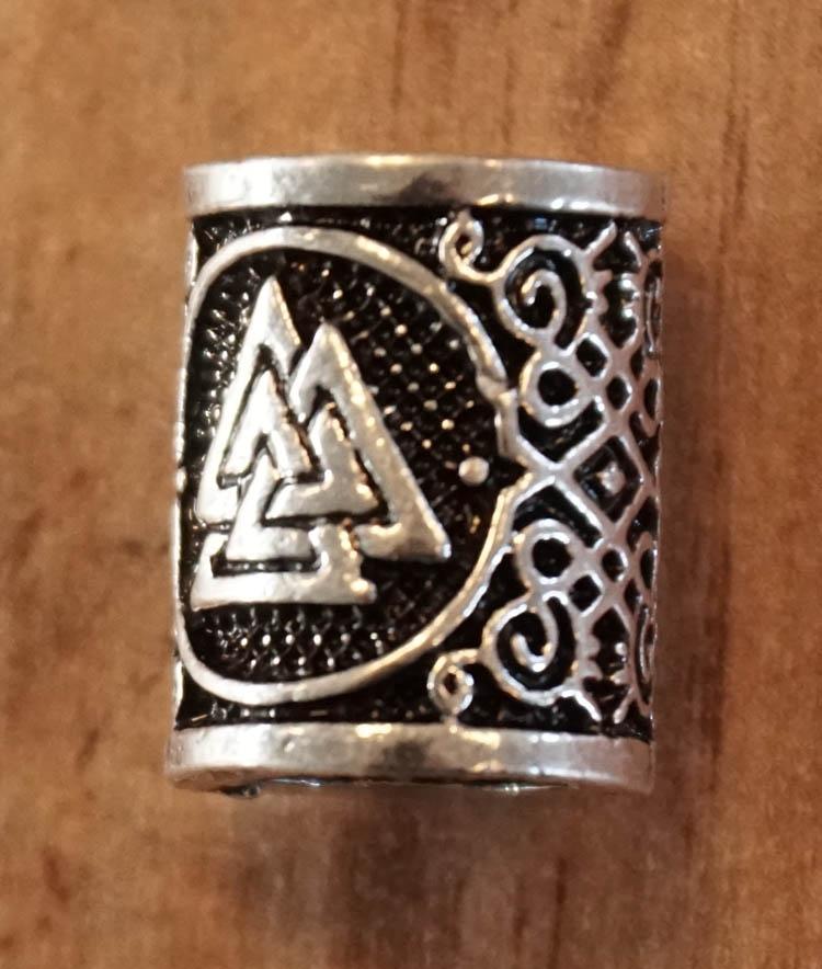 "Baard kraal "" Keltische knoop driehoek "" nikkel  per stuk"