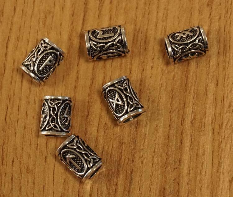 """Baardkralen  """" Keltische knoop met runnentekens """" 6 stuks"""