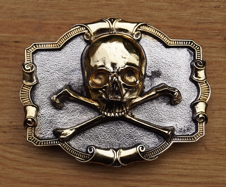 "Belt buckle   "" Skull with bone ""  Zilver-/ goudkleurig"