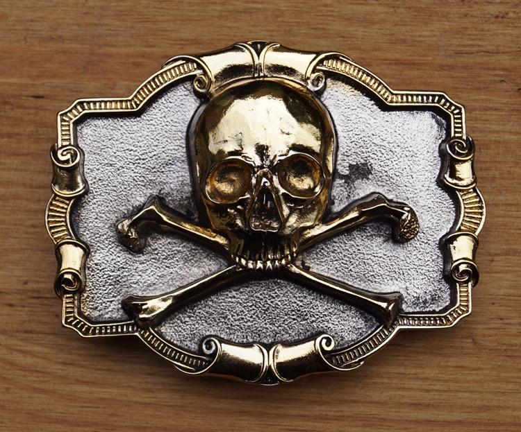 """Belt buckle   """" Skull with bone """"  Zilver-/ goudkleurig"""