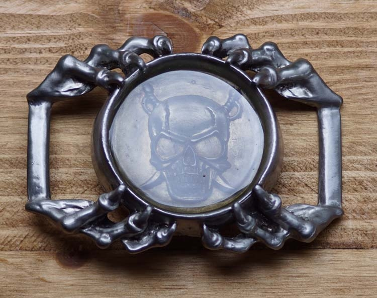 """Belt buckle  """" Doodshoofd motorbril dolken in handen"""""""