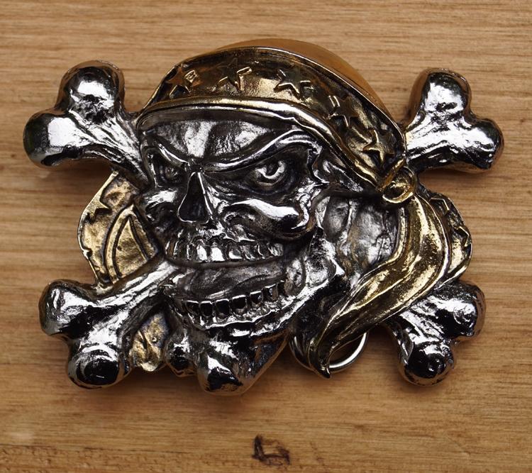 """Belt buckle  """" Doodskop piraat met bandana """" Zilver-/goudkl."""