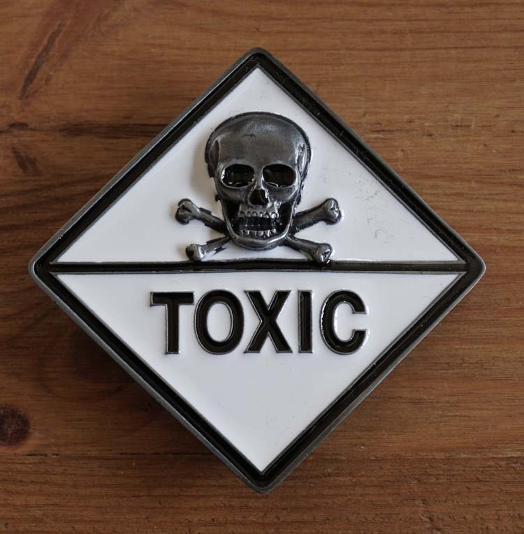 "Belt buckle  "" Doodskop toxic  """