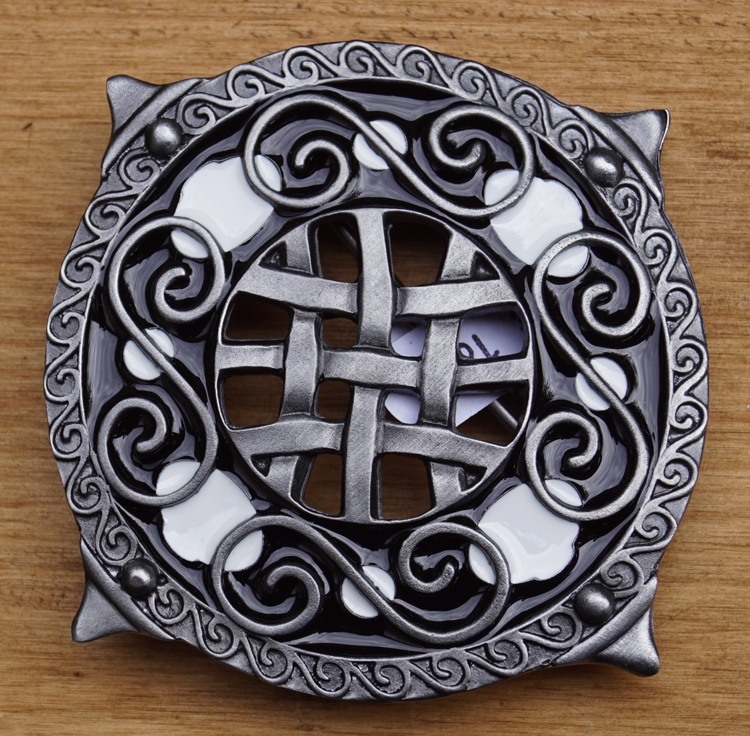 "Belt Buckle  "" Round shield with knot motieven """