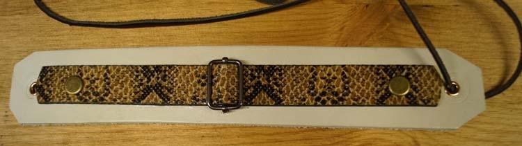 "Brede leren armband met veter vast  ""Krokodille print / wit"""