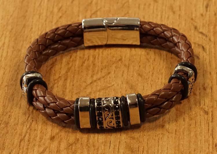 """Bruine leren armband """" Kralen """""""