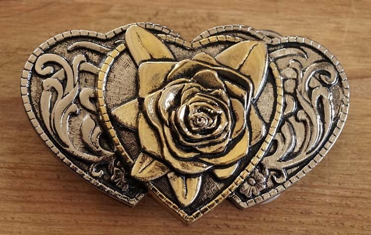 """Buckle / gesp  """" Hartjes met roos """"  zilver- / goudkleurig"""