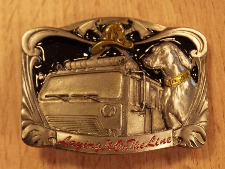 "Buckle "" Laying on the line "" Brandweerwagen / reddingshond"