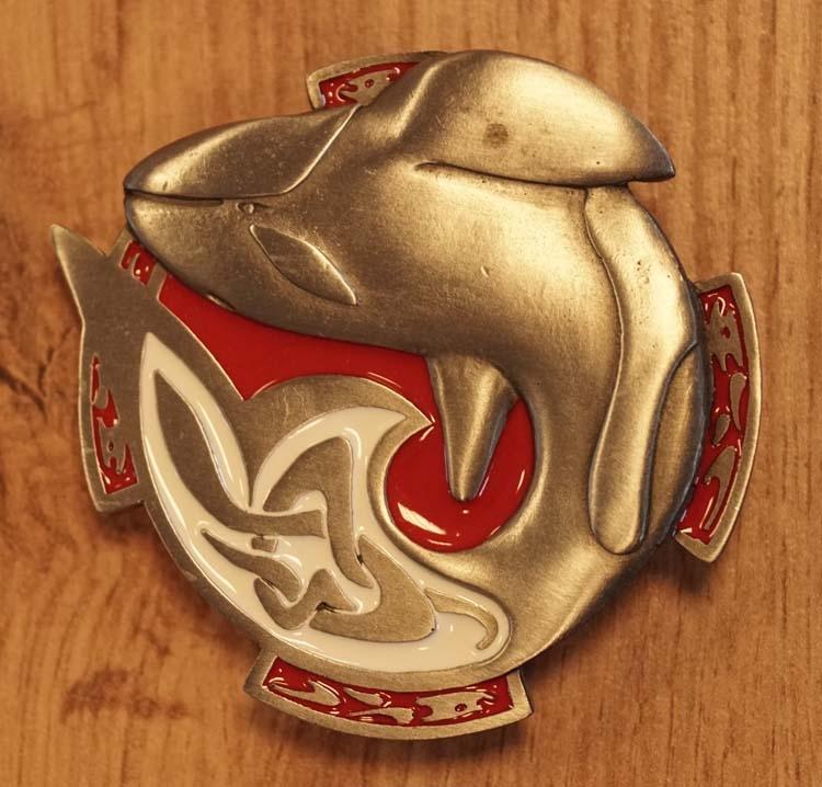 "Buckle "" Orka ""  nikkelkleurig / rood"