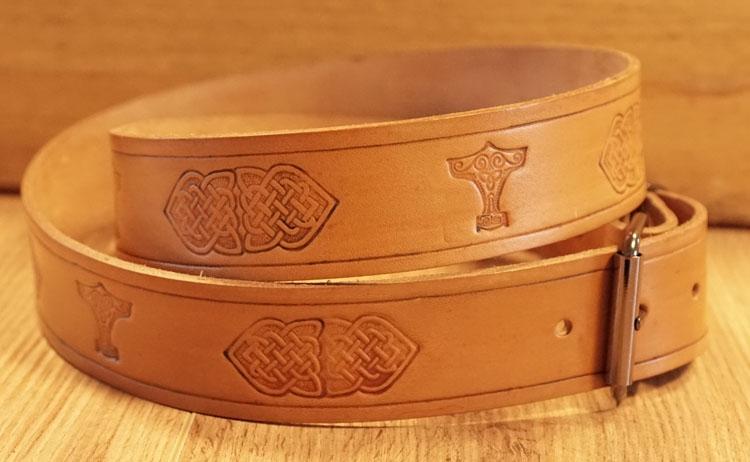 """Buckle riem """" Keltische knopen + Hamer van Thor """"  tan"""