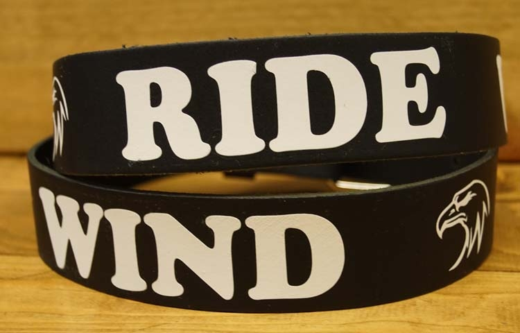 "Buckle riem met gesp "" Ride with the wind ""   Zwart"