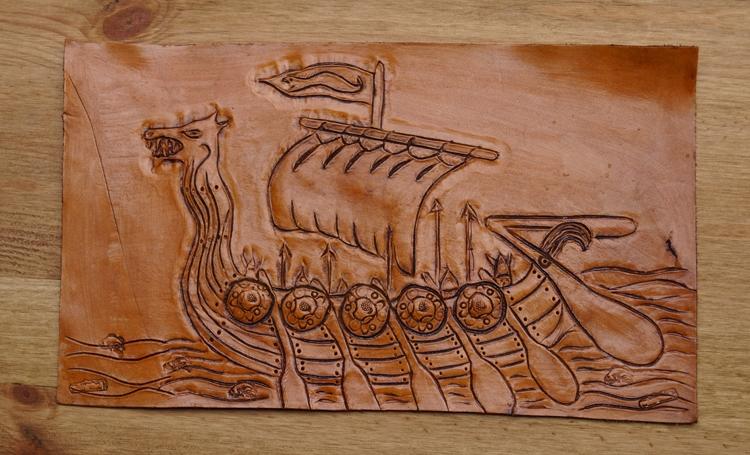 """Lederen applicatie  """" Vikingschip """"  Bruin"""