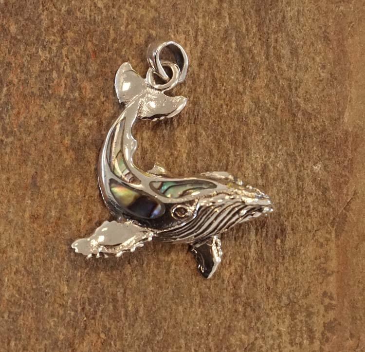 """Zilveren hanger  """" Walvis met gekleurde natuur steen """""""