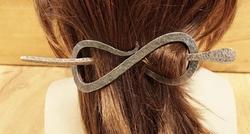 Smeetijzeren haarspeld met stokje