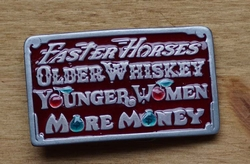 "Tekst buckle  "" Faster Horses, Older Wiskey, Younger ... """