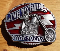 "Belt buckle  "" Live to ride,  Ride to live ""  Rood"