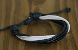 """Leren armband  """"  Zwart / wit  """""""