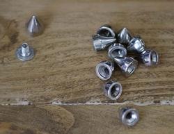 "Spikes  "" Cone Medium  ""  Zilver kleurig"