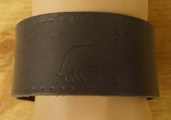 "Brede leren armband   "" Wolf ""  Grijs"