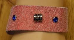 Armband met veter vast maken