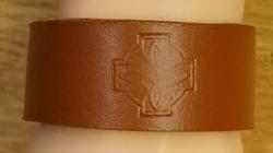 """Brede leren armband """" Celtic hart + kruis """"   Bruin"""