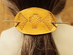 """Leren haarspeld  """" 2 Eindeloze knopen met keltisch kruis """""""
